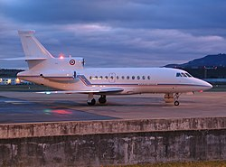 Falcon900 Clermont-Ferrand airport.jpg