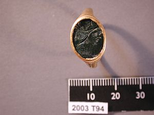 Bezel (jewellery) - Ring with an engraved gem in a bezel setting