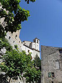 Figanières (village perché et église).jpg