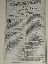 Faksimiler af første side i The Taming of the Shrew fra First Folio, publiceret i 1623