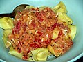 Flickr - cyclonebill - Tortellini med fontina, trøffel og tomatflødesauce.jpg