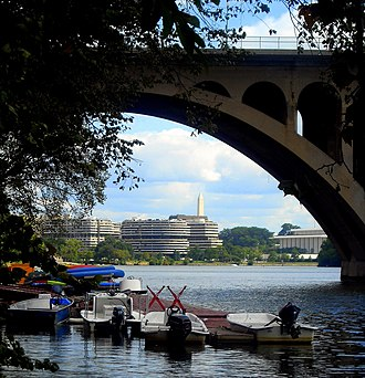 Key Bridge (Washington, D.C.) - Boats docked beside the Key Bridge in Georgetown