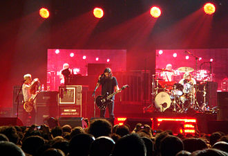 Foo Fighters - The band performing live in 2007