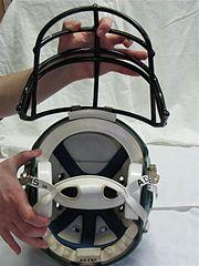 Casco con máscara de protección