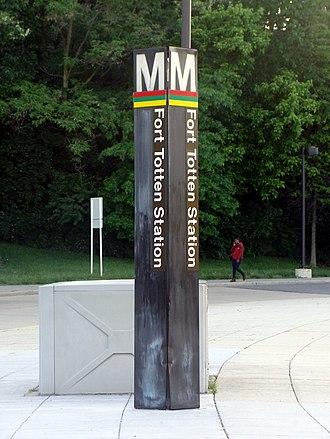 Fort Totten station - Station pylon