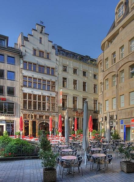 File:Früh Brauhaus Köln - Am Hof 12 und 14 (4626-28).jpg