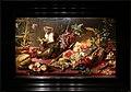Frans snyders, natura morta con scimmie che rubano frutta, e vaso con garofani rosa, 01.jpg