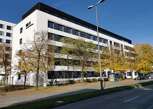 GER — BY – Oberbayern — München — Ramersdorf — Claudius-Keller-Straße 7 (Mediadesign Hochschule, Aussenansicht) 2020