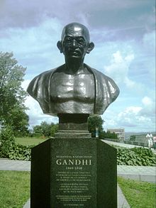 220px-Gandhi_Quebec.JPG