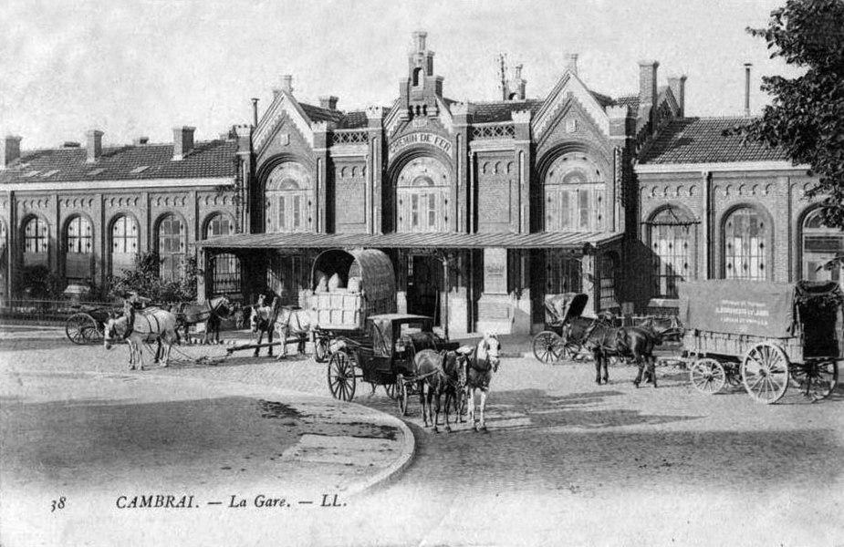 L'ancienne gare de Cambrai vers 1900, devenue la gare de Cambrai-Annexe fermée aux voyageurs et ouverte au fret.