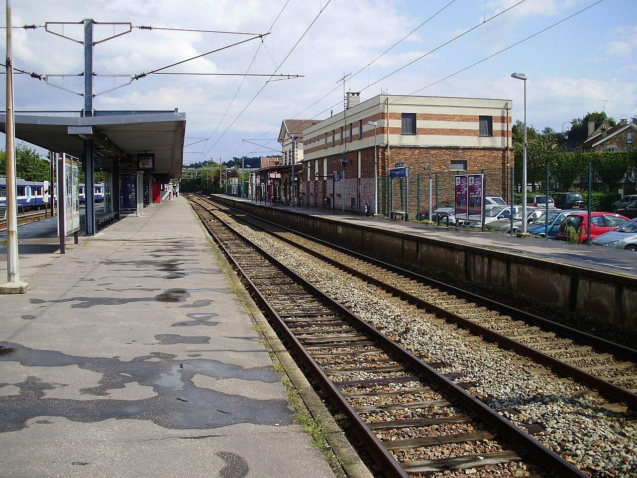 Parking Vers Le Caf Ef Bf Bd Le St Michel  Digosville France
