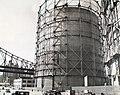 Gas tank and Queensboro Bridge, East 62nd Street & York Avenue, Manhattan (NYPL b13668355-482753).jpg