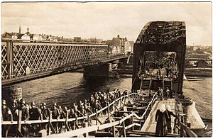 Railway Bridge, Riga - Image: German troops crossing Daugava