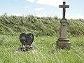 Hérange (Moselle) croix de chemin et mémorial.jpg