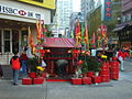HK Aberdeen 南寧街 Nam Ning Street Temple HSBC.JPG