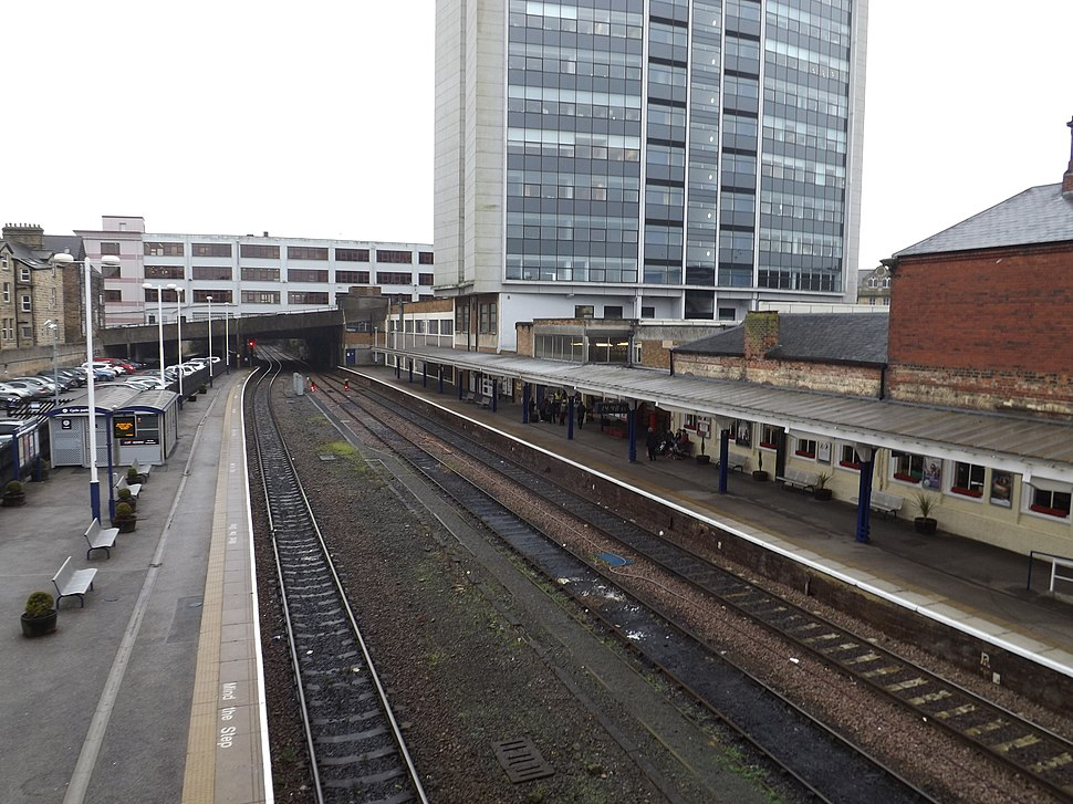 Harrogate railway station, October 2014 01
