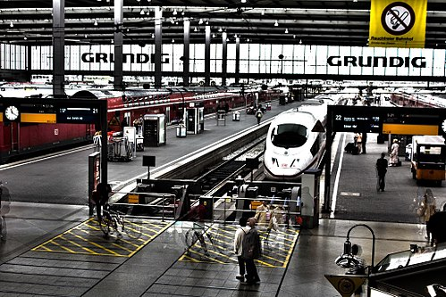 Munich Hauptbahnhof, by siegertmarc via Wikimedia Commons
