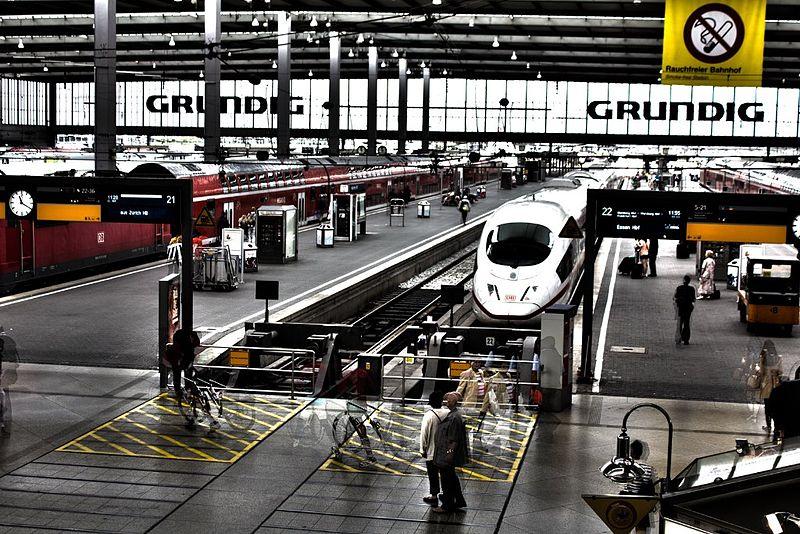 File:Hauptbahnhof (4887896356).jpg