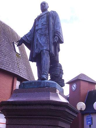 Henry Vivian, 1st Baron Swansea - Statue of Henry Hussey Vivian in Swansea.