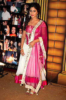 Hina Khan at 5th Boroplus Gold Awards 2012.jpg