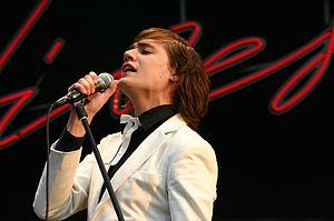 Sänger Howlin Pelle Almqvist beim Southside Festival 2004