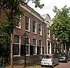 Sint Jozefhuis; huis met topgevel, gepleisterd, met gevelsteen