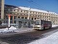 Hradec Králové, Hlavní nádraží, stání F a Tesco bus.jpg