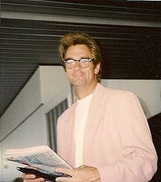 Huey Lewis at O'Hare International Airport.jpg