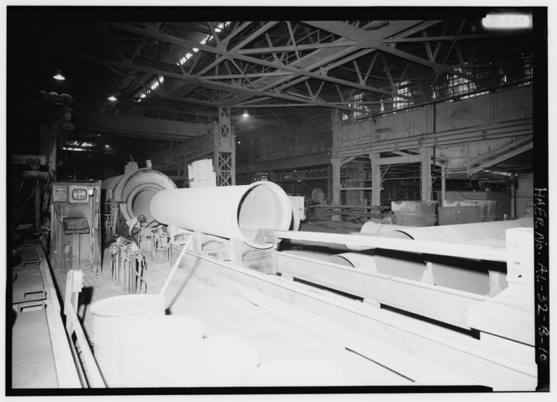 File:INTERIOR VIEW WITH LARGE PIPE CASTING MACHINE EXTRACTING A 48' PIPE. - United States Pipe and Foundry Company Plant, Pipe Casting and Testing Area, 2023 St. Louis Avenue at HAER ALA,37-BES,6B-10.tif