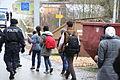 Immigranten beim Grenzübergang Wegscheid (23103074702).jpg
