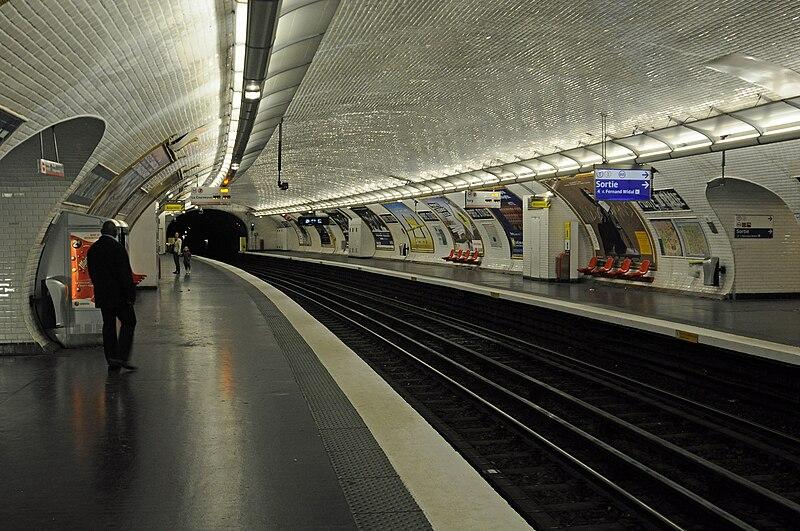 File:Inside Porte d'Italie (Paris Metro) - panoramio.jpg