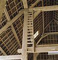 Interieur schuur, houtverbindingen en ladder tegen staander - Terneuzen - 20344888 - RCE.jpg