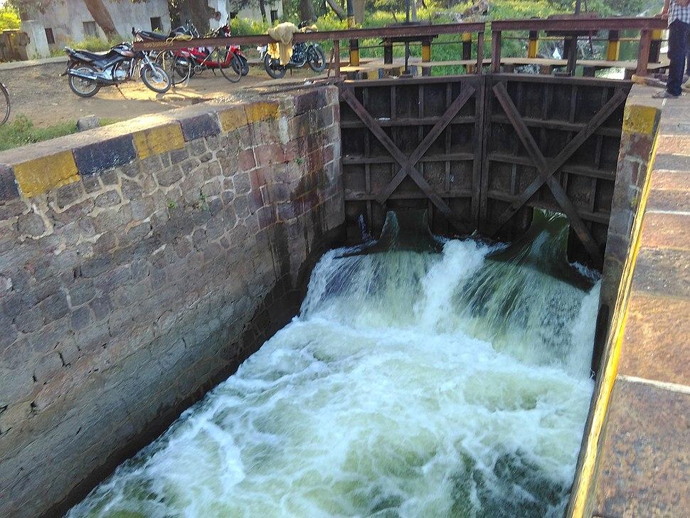 Irrigation canal locks