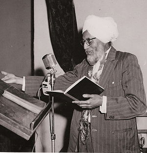 Ishar Singh 'Ishar' Bhaiya reciting a poem
