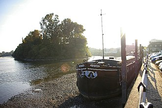 Isleworth Ait - Isleworth Ait and a Thames barge