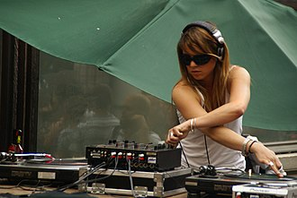 Nuits Sonores - Image: Itsy Bitsy (Bandesalo)