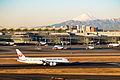 Japan Airlines, Boeing 787-8 Dreamliner, JA822J (24494100982).jpg