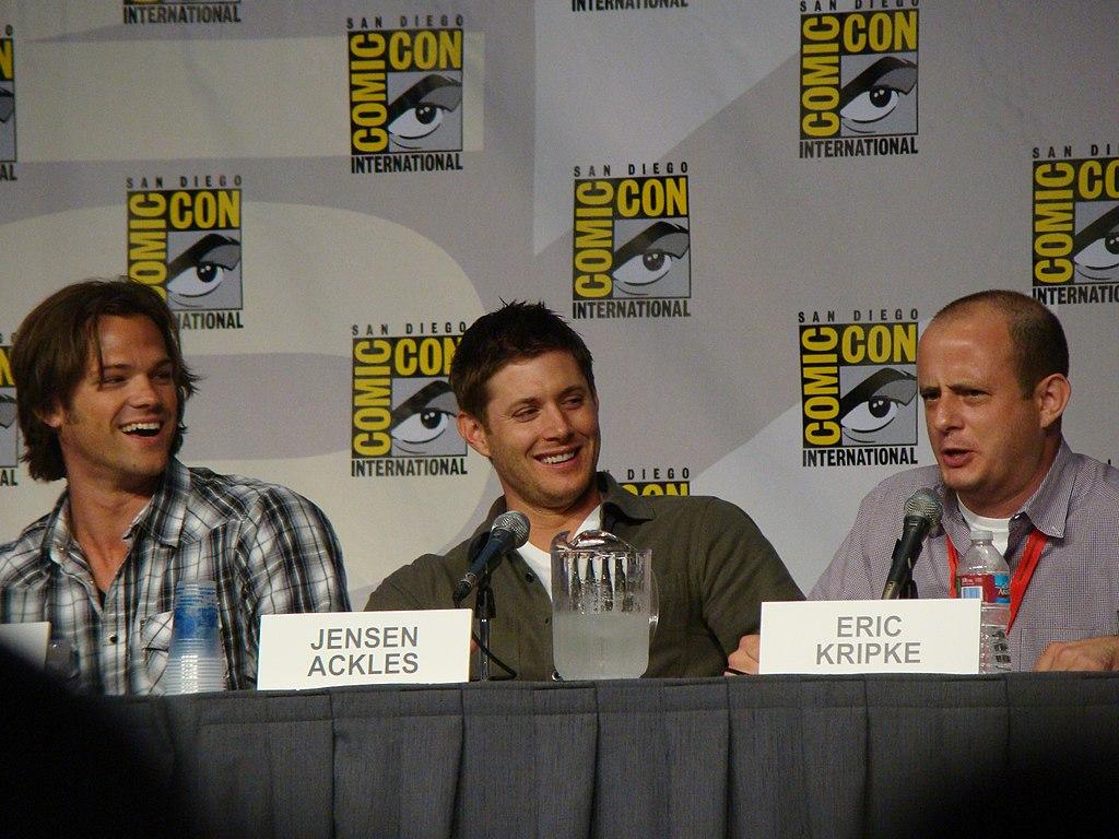 File:Jared Padalecki, Jensen Ackles & Eric Kripke (4852067381).jpg ...