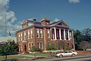 Jefferson Davis County Mississippi Courthouse.jpg