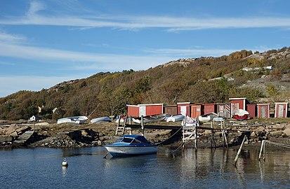 Jetties and fishing huts at Holländaröd.jpg
