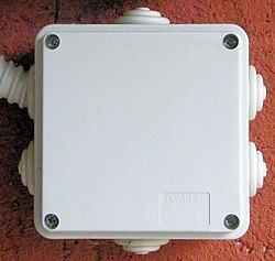 L 39 Uomo Di Casa Impianto Elettrico Scatole Wikibooks