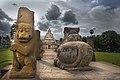 Kailasanathar Temple and Simma pillar of nanthi mandapam.jpg