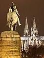Kaiser Wilhelm Denkmal Kölner Dom bei Nacht.jpg