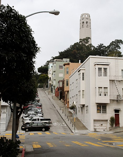 File:Kearny St climbing up to Telegraph Hill (4410465652).jpg