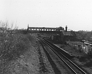 Kenilworth railway station - The remains of Kenilworth station in 1977, twelve years after closure. One platform has been removed and the line singled.