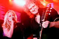 Kerry Ellis mit Brian May