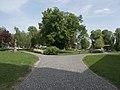 Kockaköves út a parkban, balra a Nepomuki Szent János szobor, 2019 Heves.jpg