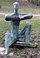 Konzentration (Bronze), 1963 von Kurt Lehmann im Park des Zentrums für Psychiatrie in Emmendingen.jpg