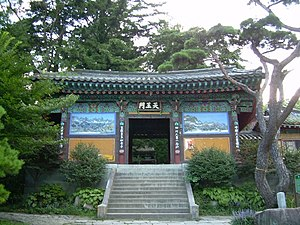 Korean Buddhist temples - Sacheonwangmun   Beomeosa in Busan.