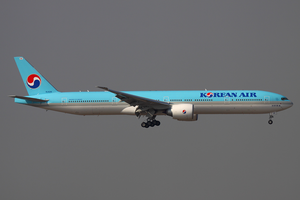 Korean Air Boeing 777-300ER HL8218 HKG 2011-12-8.png